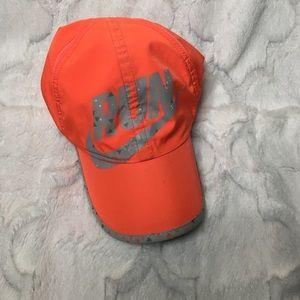 Nike run featherlight adjustable Dri Fit hat